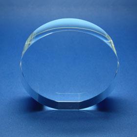 Rundes Kristallglas mit Sockelschliff
